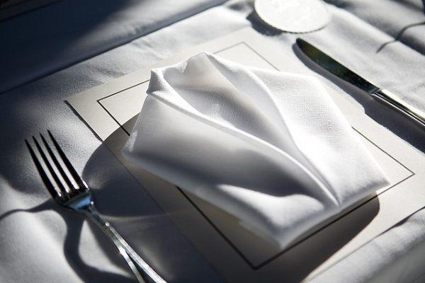 Brett servietter til selskapet og etikette for bruk av servietter