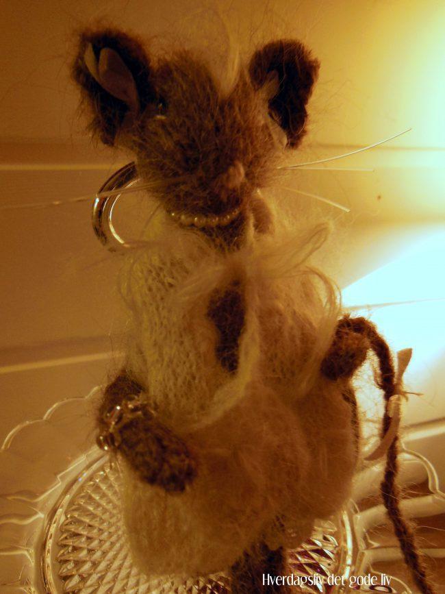 To bedårende, strikkede mus har flyttet inn....