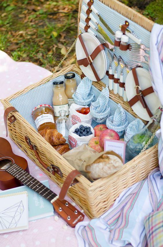Spis påskematen utendørs