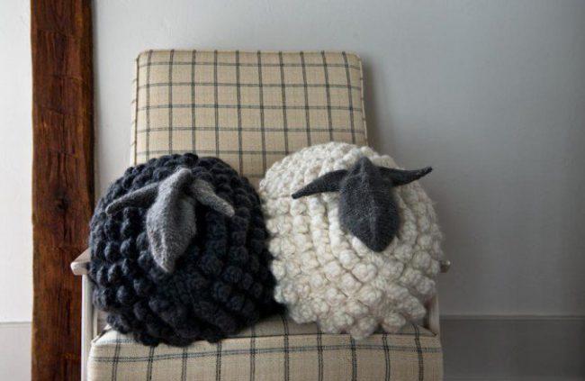 bobble-sheep-pillow-gg-600-2-677x441